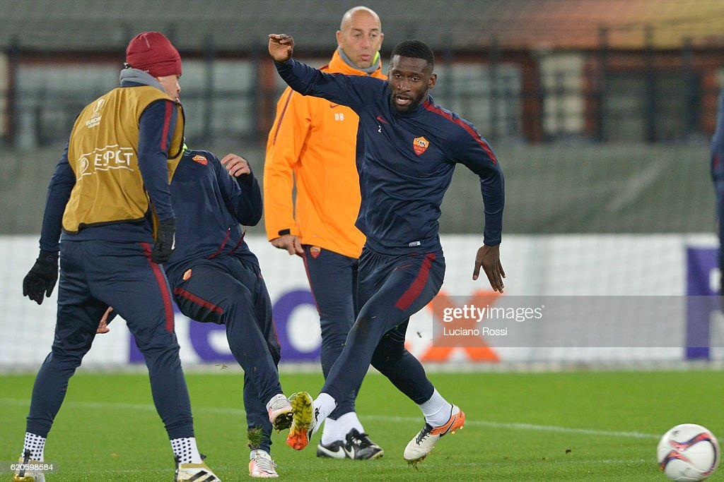 AS Roma Training And Press Conference : News Photo