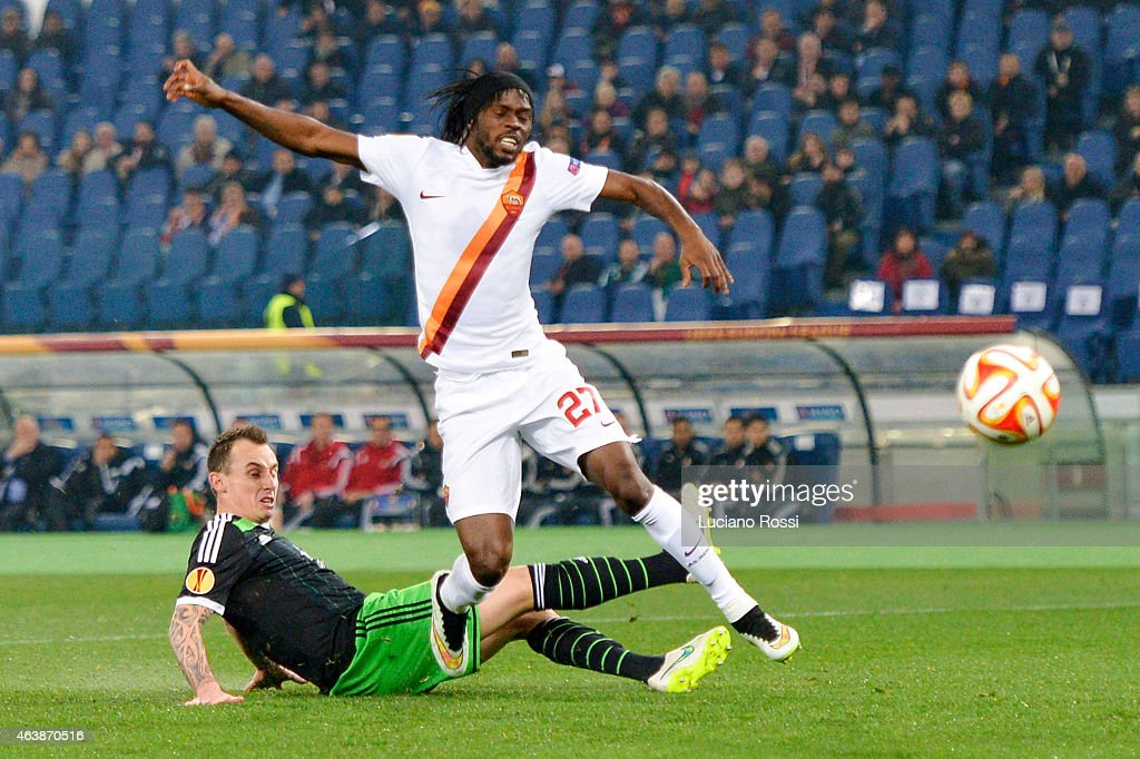 AS Roma player <a gi-track='captionPersonalityLinkClicked' href=/galleries/search?phrase=Gervinho&family=editorial&specificpeople=4500752 ng-click='$event.stopPropagation()'>Gervinho</a> (c) is challenged by Feyenoord player Rick Karsdorp during the UEFA Europa League Round of 32 match between AS Roma and Feyenoord at Olimpico Stadium on February 19, 2015 in Rome, Italy.