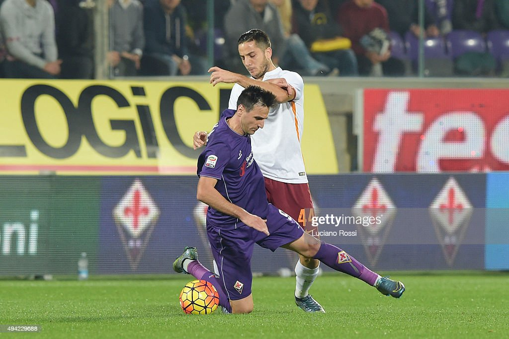AS Roma player Konstantinos Manolas (R) is challenged by ACF Fiorentina player Nikola Kalinic during the Serie A match between ACF Fiorentina and AS Roma at Stadio Artemio Franchi on October 25, 2015 in Florence, Italy.