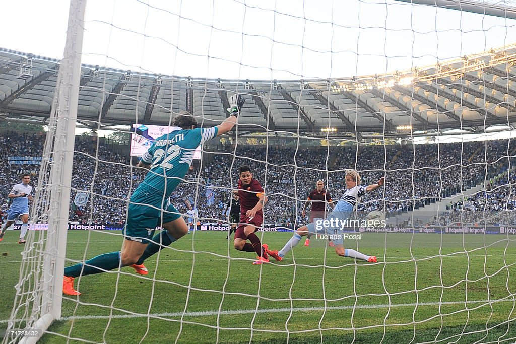 AS Roma player Manuel Iturbe scores the goal during the Serie A match between SS Lazio and AS Roma at Stadio Olimpico on May 25, 2015 in Rome, Italy.