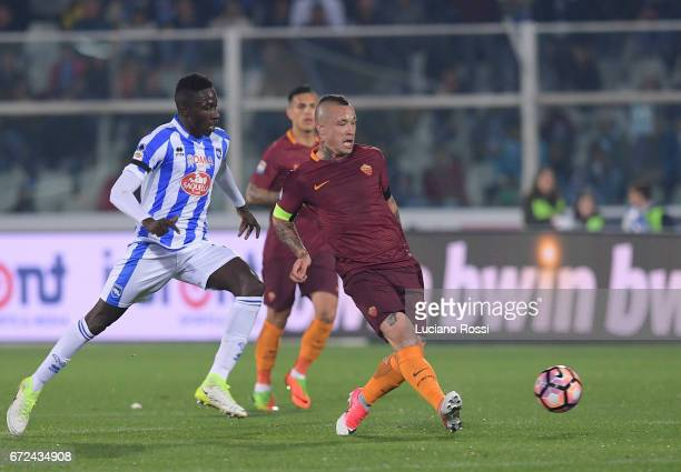 Roma player Radja Nainggolan in action during the Serie A match between Pescara Calcio and AS Roma at Adriatico Stadium on April 24 2017 in Pescara...