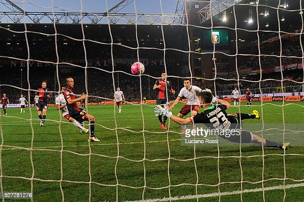 Roma player Stephan El Shaarawy scores the goal during the Serie A match between Genoa CFC and AS Roma at Stadio Luigi Ferraris on May 2 2016 in...