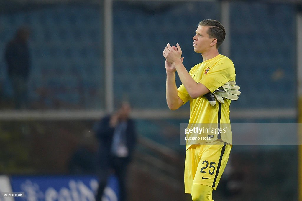 AS Roma player Wojciach Szczesny applauds fans at the end of the Serie A match between Genoa CFC and AS Roma at Stadio Luigi Ferraris on May 2, 2016 in Genoa, Italy.