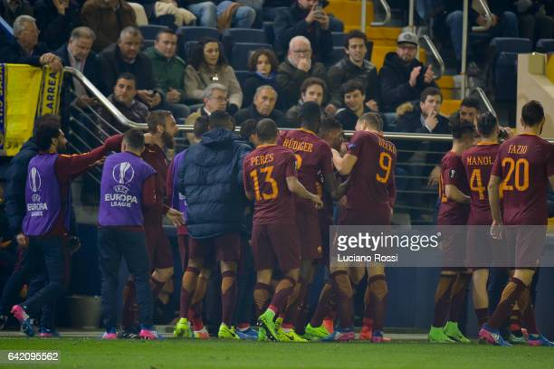 Roma players celebrate after goal scored by Emerson Palmieri during the UEFA Europa League Round of 32 first leg match between FC Villarreal and AS...