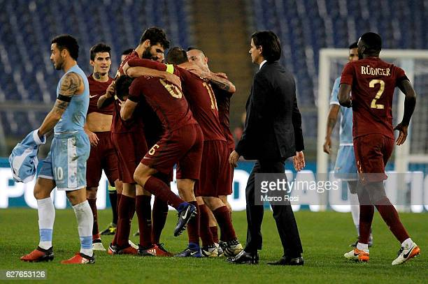 Roma players celebrate after the Serie A match between SS Lazio and AS Roma at Stadio Olimpico on December 4 2016 in Rome Italy