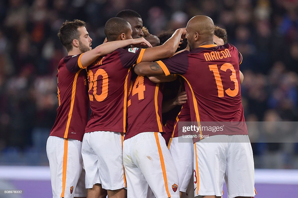 AS Roma players celebrate the goal during the Serie A match between AS Roma and UC Sampdoria at Stadio Olimpico on February 7, 2016 in Rome, Italy.