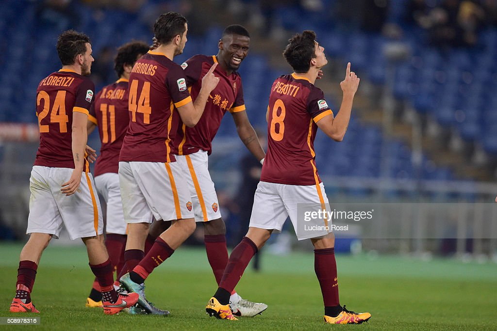 AS Roma players celebrate the goal scored by Diego Perotti during the Serie A match between AS Roma and UC Sampdoria at Stadio Olimpico on February 7, 2016 in Rome, Italy.