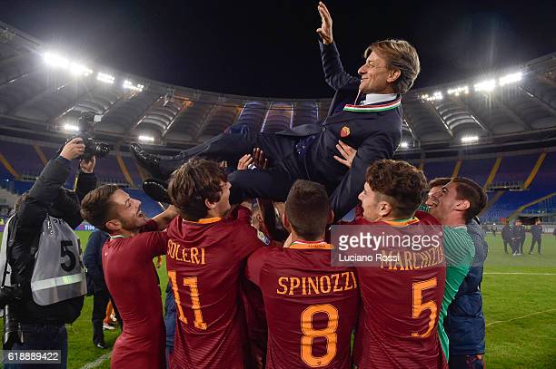 Roma players celebrates the victory with coach Alberto De Rossi during the Primavera Supercup match between AS Roma and FC Internazionale at Olimpico...