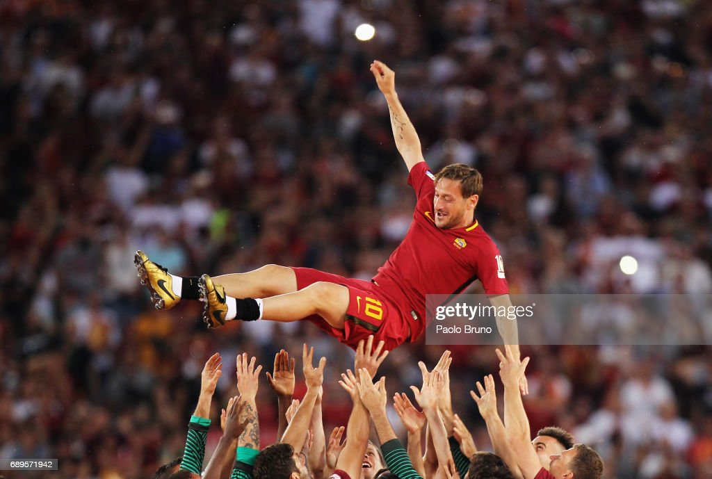 AS Roma players hold up Francesco Totti after his last match after the Serie A match between AS Roma and Genoa CFC at Stadio Olimpico on May 28, 2017 in Rome, Italy.