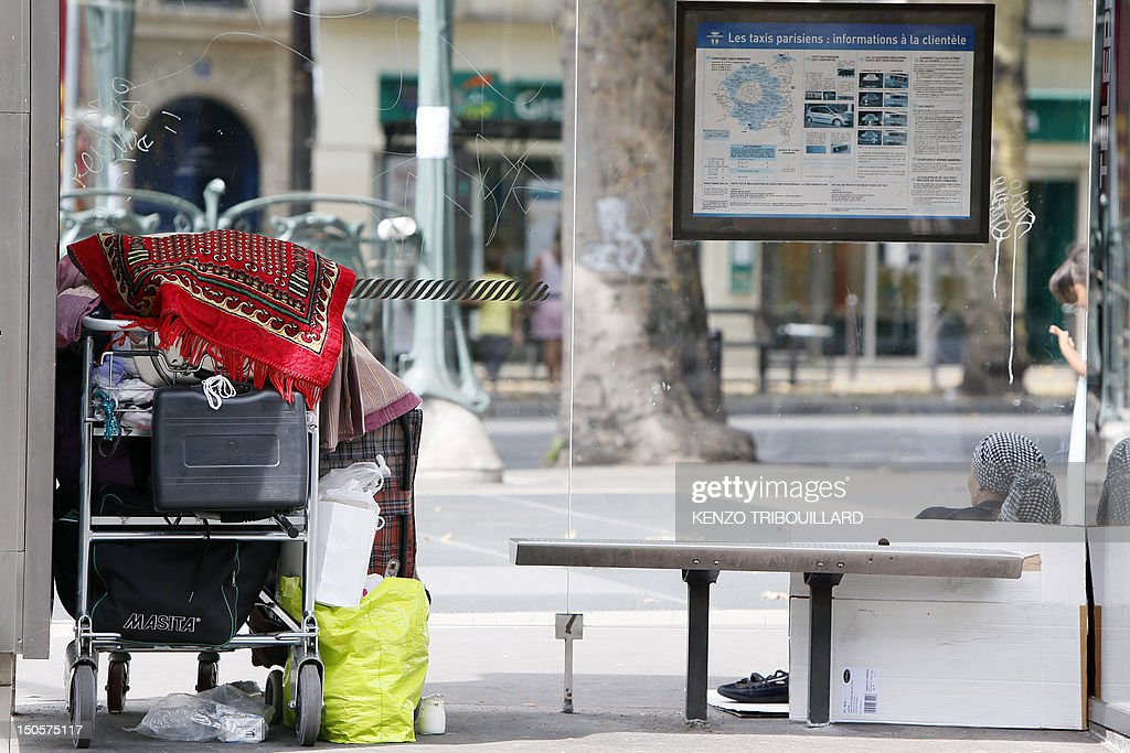 A Roma woman (R) begs place de la Bastille in Paris, on August 22, 2012. The French government seeks to end a row over its treatment of ethnic Roma migrants in a move that could result in Bulgarian and Romanian citizens being granted the right to work in France. AFP PHOTO KENZO TRIBOUILLARD