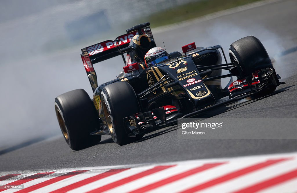 <a gi-track='captionPersonalityLinkClicked' href=/galleries/search?phrase=Romain+Grosjean&family=editorial&specificpeople=4858519 ng-click='$event.stopPropagation()'>Romain Grosjean</a> of France and Lotus locks up during qualifying for the Spanish Formula One Grand Prix at Circuit de Catalunya on May 9, 2015 in Montmelo, Spain.