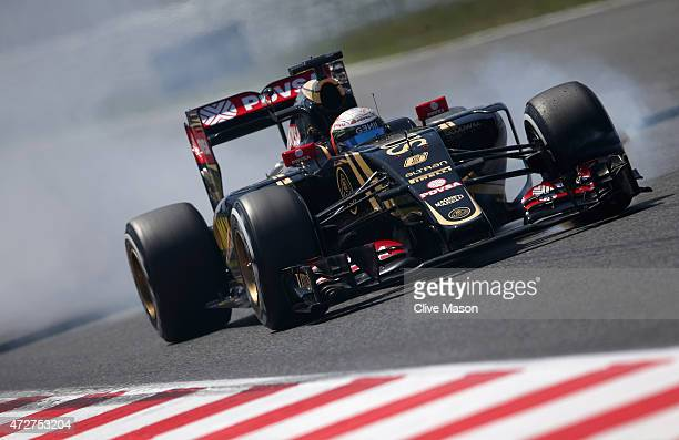 Romain Grosjean of France and Lotus locks up during qualifying for the Spanish Formula One Grand Prix at Circuit de Catalunya on May 9 2015 in...