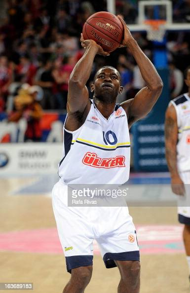 Romain Sato #10 of Fenerbahce Ulker Istanbul in action during the 20122013 Turkish Airlines Euroleague Top 16 Date 11 between Caja Laboral Vitoria v...