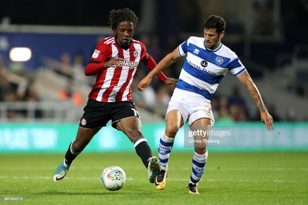 Romaine Sawyers of Brentford holds off Pawe¸ Wszo¸ek of QPR during the Carabao Cup Second Round match between Queens Park Rangers and Brentford at Loftus Road on August 22, 2017 in London, England.