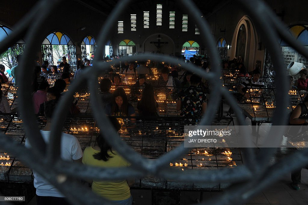 Roman Catholics devotees light candles at a church as the country marks Ash Wednesday, the official beginning of the Christian Lenten season in Manila on February 10, 2016. The Philippines is Asia's bastion of Catholicism, with over 80 percent of the more than 100 million population belonging to the faith. AFP PHOTO / Jay DIRECTO / AFP / JAY DIRECTO