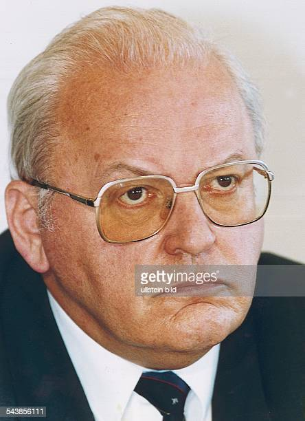 Roman Herzog Kandidat für die Wahl zum Bundespräsidenten im Januar 1994 mit ärgerlichem Gesichtsausdruck Aufgenommen 1994