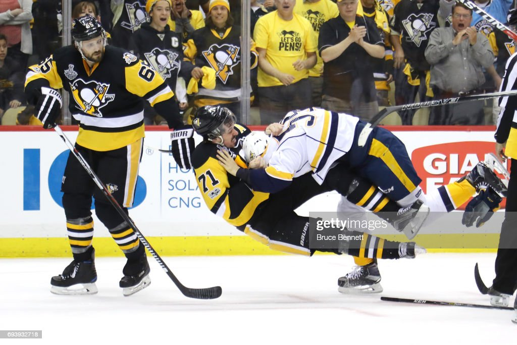 Roman Josi #59 of the Nashville Predators and Evgeni Malkin #71 of the Pittsburgh Penguins fight in the third period in Game Five of the 2017 NHL Stanley Cup Final at PPG PAINTS Arena on June 8, 2017 in Pittsburgh, Pennsylvania.