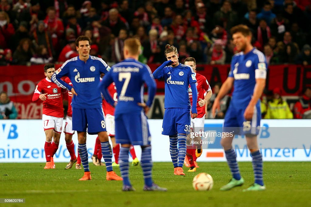 <a gi-track='captionPersonalityLinkClicked' href=/galleries/search?phrase=Roman+Neustaedter&family=editorial&specificpeople=5437402 ng-click='$event.stopPropagation()'>Roman Neustaedter</a> of FC Schalke 04 and his team-mates react after conceding a second goal during the Bundesliga match between 1. FSV Mainz 05 and FC Schalke 04 at Coface Arena on February 12, 2016 in Mainz, Germany.