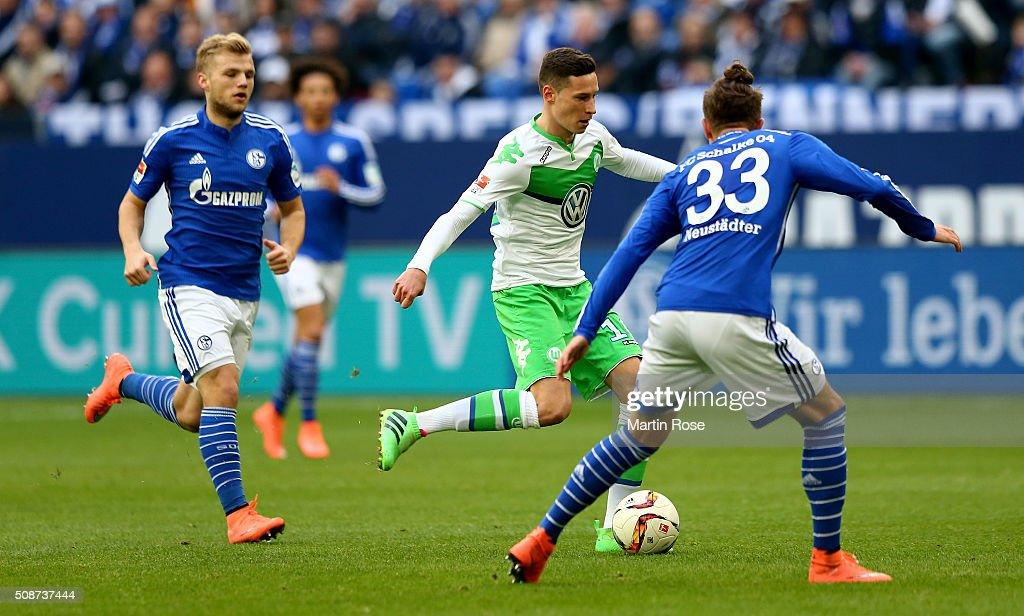 <a gi-track='captionPersonalityLinkClicked' href=/galleries/search?phrase=Roman+Neustaedter&family=editorial&specificpeople=5437402 ng-click='$event.stopPropagation()'>Roman Neustaedter</a> #33 of Schalke challenges <a gi-track='captionPersonalityLinkClicked' href=/galleries/search?phrase=Julian+Draxler&family=editorial&specificpeople=7184479 ng-click='$event.stopPropagation()'>Julian Draxler</a> #10 of Wolfsburg during the Bundesliga match between FC Schalke 04 and VfL Wolfsburg at Veltins-Arena on February 6, 2016 in Gelsenkirchen, Germany.