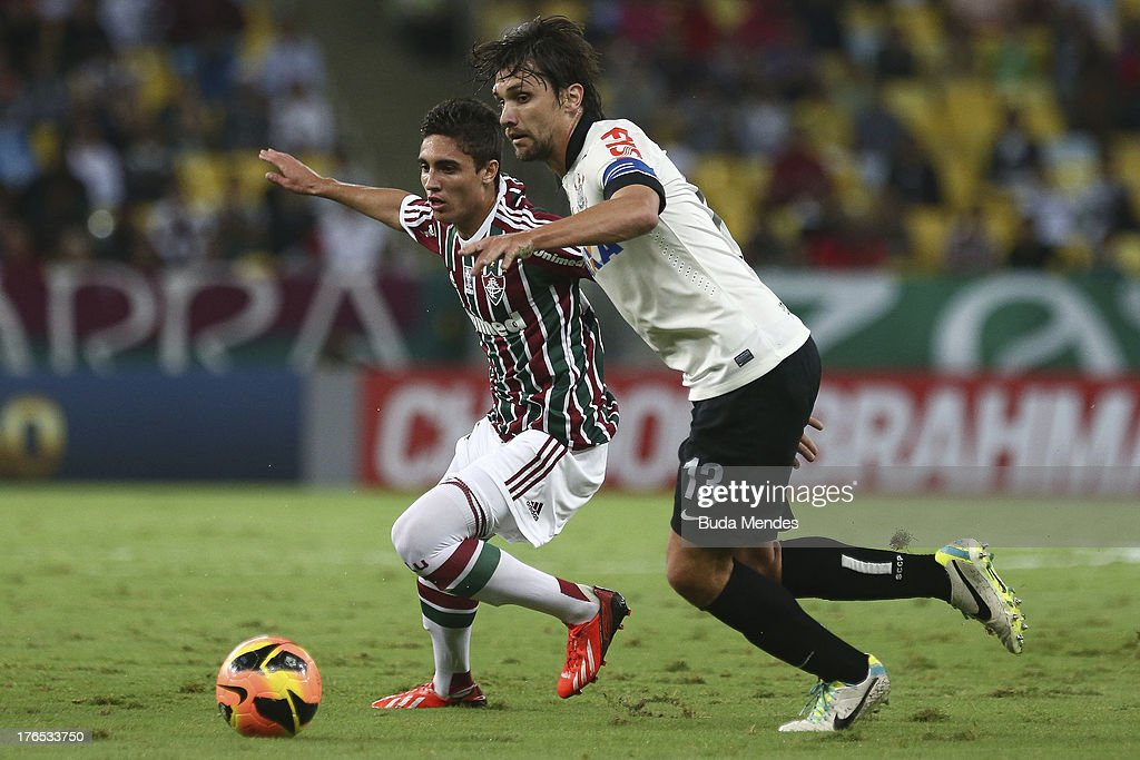 Roman (L) of Fluminense struggles for the ball with Paulo Andre (R) of Corinthians during a match between Fluminense and Corinthians as part of Brazilian Championship 2013 at Maracana Stadium on August 14, 2013 in Rio de Janeiro, Brazil.