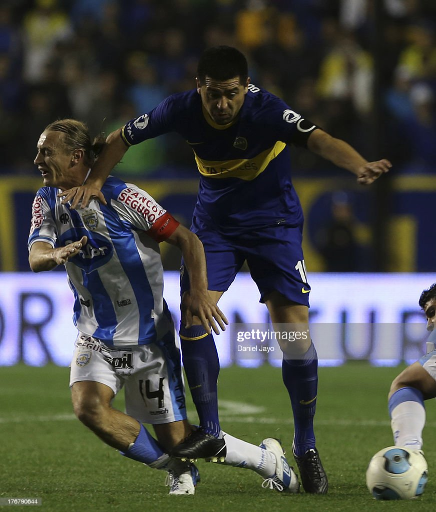 Roman Riquelme, of Boca Juniors (R) celebrates with teammates after scoring during a match between Boca Juniors and Atletico Rafaela as part of the Torneo Inicial 2013 at Alberto J. Armando Stadium on August 18, 2013 in Buenos Aires, Argentina.