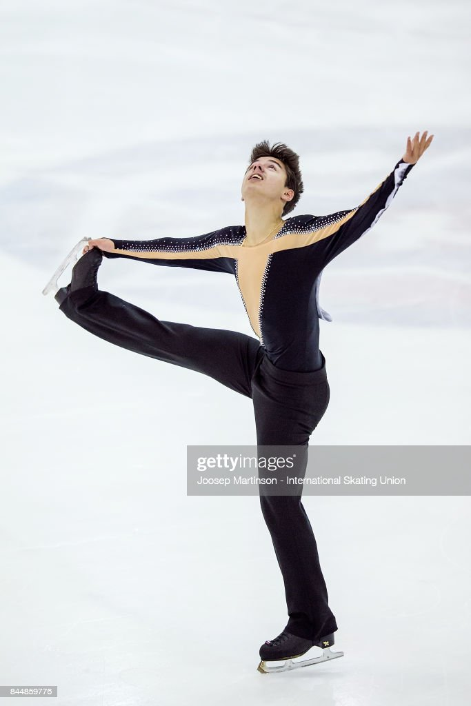 Roman Savosin | Савосин Роман Андреевич - Страница 3 Roman-savosin-of-russia-competes-in-the-junior-men-free-skating-day-picture-id844859776