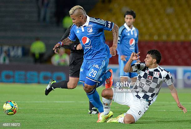 Roman Torres of Millonarios struggles for the ball with Yeison Gordillo of Chico during a match between Millonarios and Chico as part of Liga...