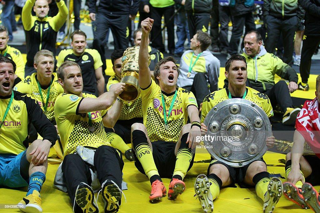 Roman Weidenfeller Borussia Dortmund Florian Kringe Kevin Großkreutz Grosskreutz Borussia Dortmund und Sebastian Kehl Borussia Dortmund Pokalsieger...