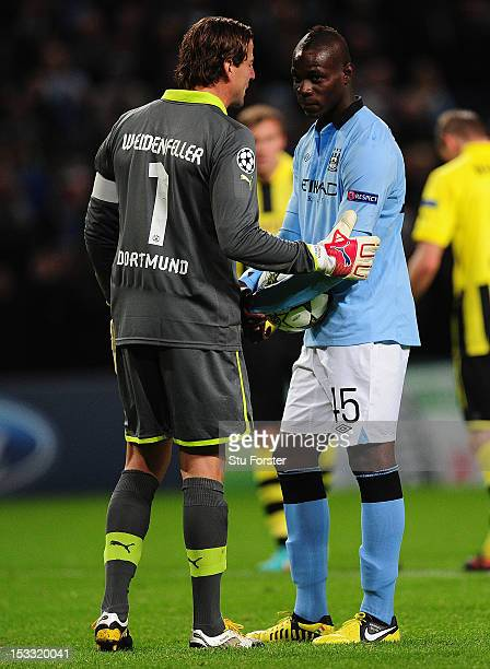 Roman Weidenfeller of Borussia Dortmund has words with Mario Balotelli of Manchester City prior to the equalising penalty kick during the UEFA...
