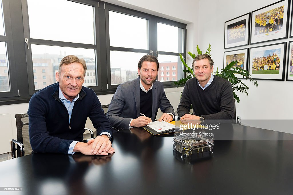 <a gi-track='captionPersonalityLinkClicked' href=/galleries/search?phrase=Roman+Weidenfeller&family=editorial&specificpeople=726753 ng-click='$event.stopPropagation()'>Roman Weidenfeller</a> (C) signs a contract extension for Borussia Dortmund with <a gi-track='captionPersonalityLinkClicked' href=/galleries/search?phrase=Hans-Joachim+Watzke&family=editorial&specificpeople=601009 ng-click='$event.stopPropagation()'>Hans-Joachim Watzke</a> (L), CEO of Borussia Dortmund and <a gi-track='captionPersonalityLinkClicked' href=/galleries/search?phrase=Michael+Zorc&family=editorial&specificpeople=600995 ng-click='$event.stopPropagation()'>Michael Zorc</a>, sports director of Borussia Dortmund on February 5, 2016 in Dortmund, Germany.
