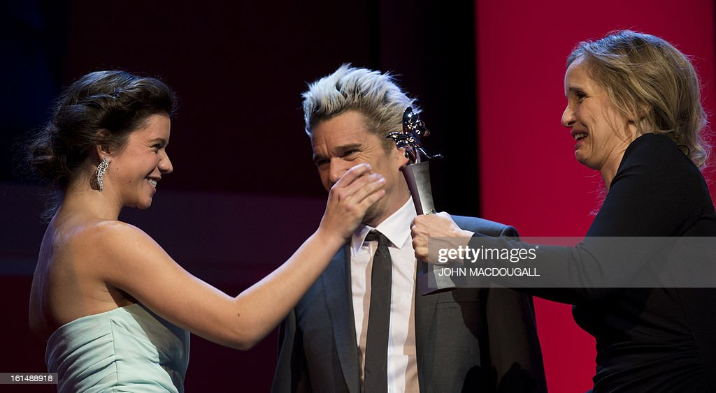 Romanian actress Ada Condeescu receives her Shooting Star award from French actress Julie Delpy (R) during the 63rd Berlinale Film Festival in Berlin February 11, 2013. The Shooting Star awards reward Europe's best young promising actors.