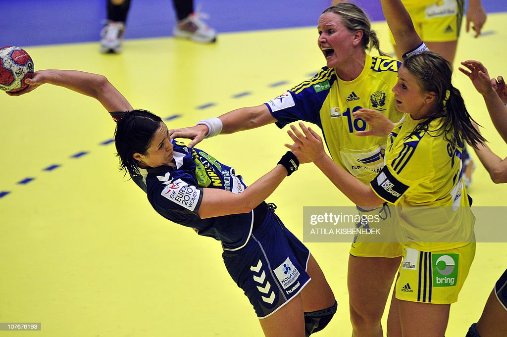 Romanian Aurelia Bredanu (L) is pushed by Swedish Johanna Wiberg (C) and Isabelle Gullden (R) during the 9th Women's Handball European Championships semifinal match, on December 18, 2010, in MCH Arena of Herning. Sweden won 25-23.