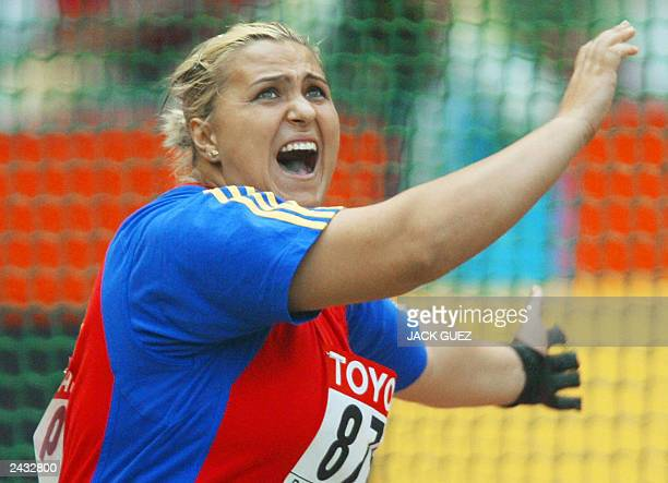 Romanian Mihaela Melinte competes during the hammer throw 26 August 2003 at the 9th Athletics World Championships at the Stade de France in...