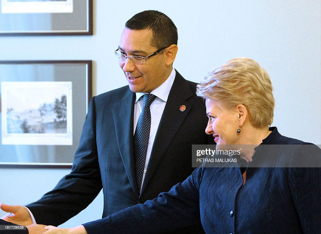 Romanian prime minister Victor Ponta (L) speaks with Lithuania President Dalia Grybauskaite (R) at the presidential palace in Vilnius on September 24, 2013. AFP PHOTO / PETRAS MALUKAS