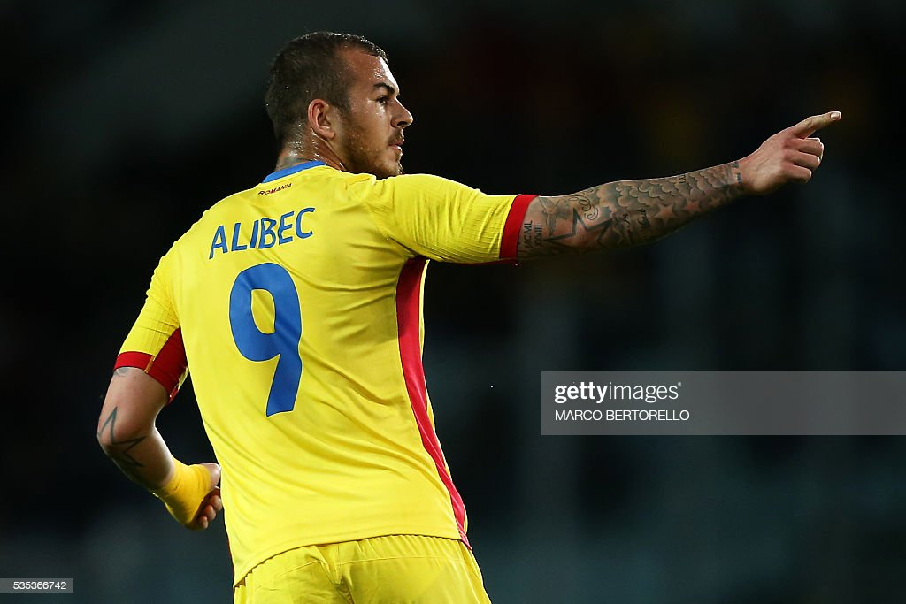 Romania's forward Denis Alibec celebrates after scoring during the international friendly football match between Romania and Ukraine at 'Grande Torino Stadium' in Turin, on May 29, 2016. / AFP / MARCO