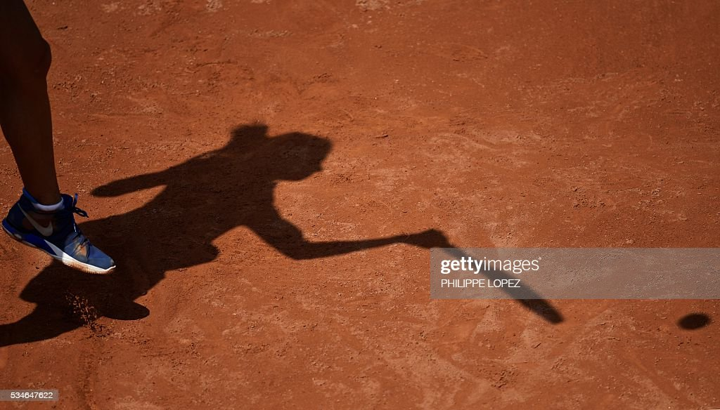 Romania's Irina Begu serves the ball to Germany's Annika Beck during their women's third round match at the Roland Garros 2016 French Tennis Open in Paris on May 27, 2016. / AFP / PHILIPPE