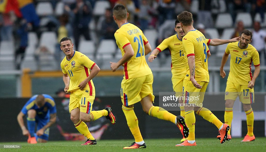 Romania's midfielder Gabriel Torje celebrates after scoring during the international friendly football match between Romania and Ukraine at 'Grande Torino Stadium' in Turin, on May 29, 2016. / AFP / MARCO