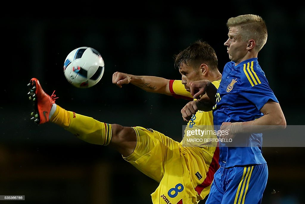 Romania's midfielder Mihai Pintilii (L) fights for the ball with Ukraine's forward Zinchenko Oleksandr during the international friendly football match between Romania and Ukraine at 'Grande Torino Stadium' in Turin, on May 29, 2016. / AFP / MARCO