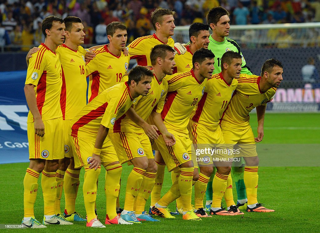 Romania's players pose for the team photo prior to the FIFA World Cup 2014 qualifying football match Romania vs Turkey in Bucharest on September 10, 2013. AFP PHOTO / DANIEL MIHAILESCU
