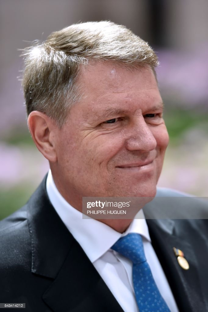 Romania's President Klaus Werner Iohannis arrives before an EU summit meeting on June 28, 2016 at the European Union headquarters in Brussels. / AFP / PHILIPPE