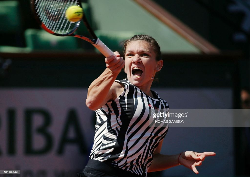 Romania's Simona Halep returns the ball to Kazakhstan's Zarina Diyas during their women's second round match at the Roland Garros 2016 French Tennis Open in Paris on May 25, 2016. / AFP / THOMAS