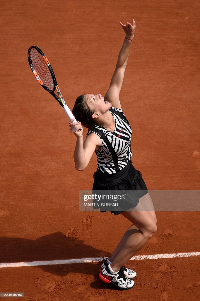 Romania's Simona Halep serves the ball to Japan's Naomi Osaka during their women's third round match at the Roland Garros 2016 French Tennis Open in Paris on May 27, 2016. / AFP / MARTIN