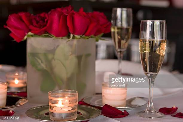 Romantica cena a lume di candela per due