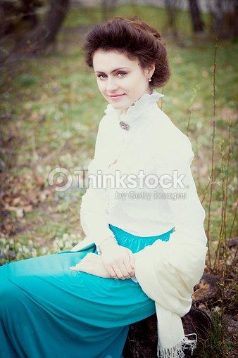 c51003b9809 Romantique Caucasien Femme En Vêtements Vintage Style Rétro Photo ...