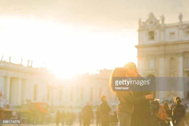 Coppia romantica al tramonto