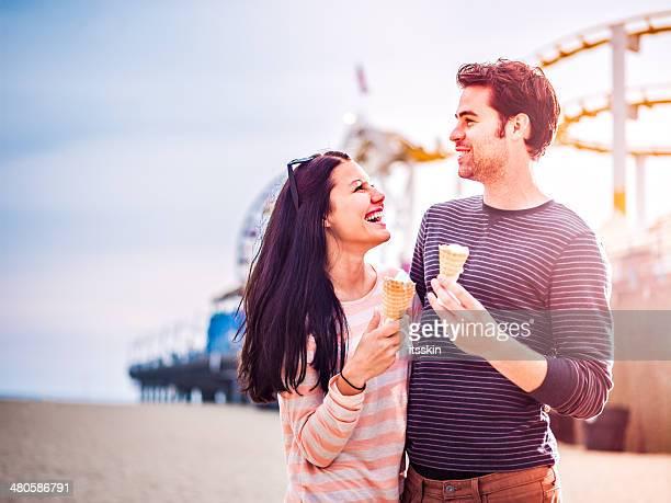 Romantisches Paar am Strand von LA