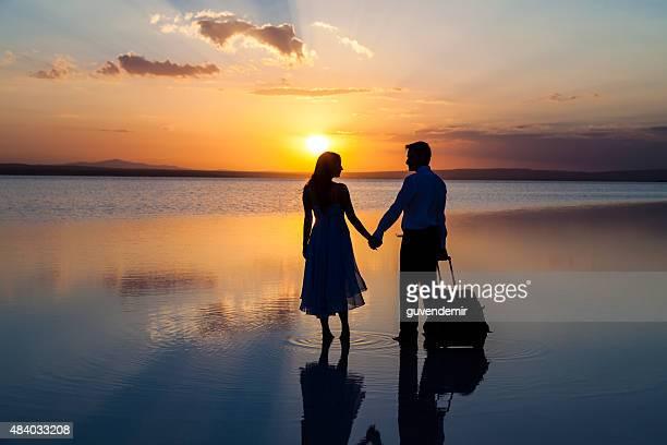Romantique Couple marchant dans la vie