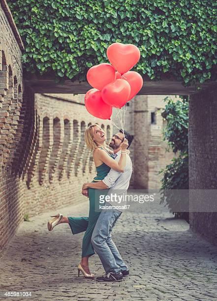 Romantisches Paar mit Ballons