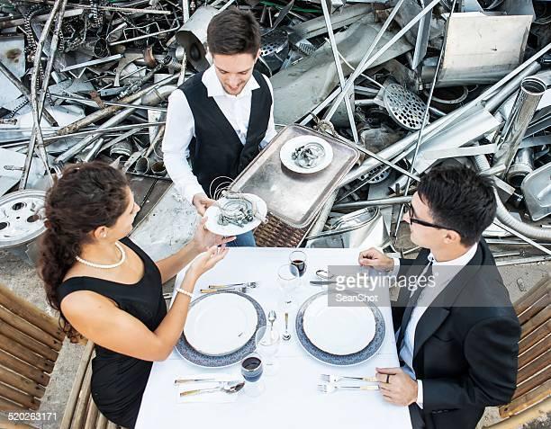 Romantisches Mittagessen in Giftmülldeponie