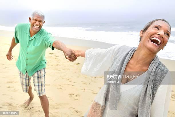 Romantisches altes Paar am Strand